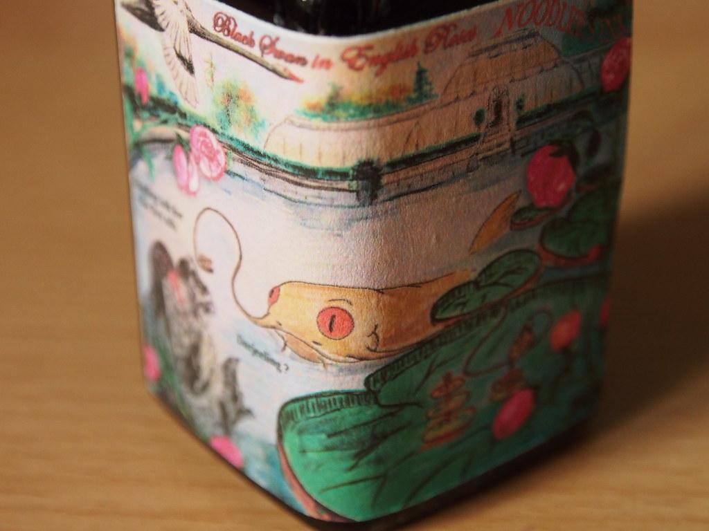 Noodler's Black Swan in English Roses - Close Up