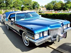 cadillac(0.0), lincoln mark series(0.0), sedan(0.0), automobile(1.0), automotive exterior(1.0), vehicle(1.0), full-size car(1.0), lincoln continental mark v(1.0), antique car(1.0), classic car(1.0), land vehicle(1.0), luxury vehicle(1.0),