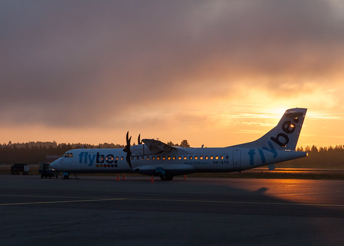 morning summer mist sunrise suomi finland airplane airport aircraft helsinkivantaa 2015 atr72 flybe efhk ohate