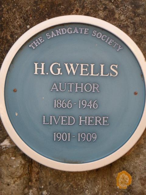 Photo of H. G. Wells blue plaque