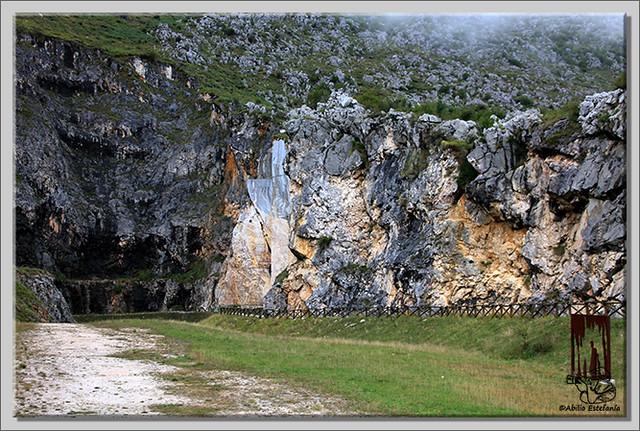 2 Valle de Carranza, Cueva de Pozalagua