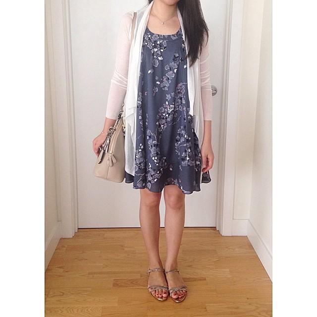 Swingy floral dress (old favorite from H&M) // www.liketk.it/2eSA @liketkit #liketkit