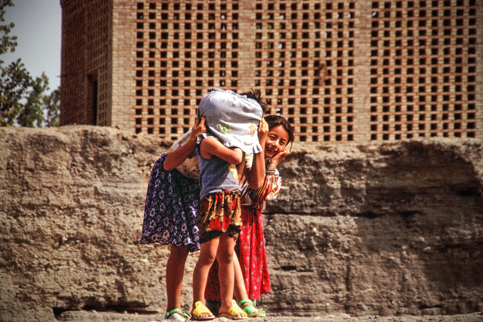 Turpan - Province du Xinjiang - Partie de cache-cache