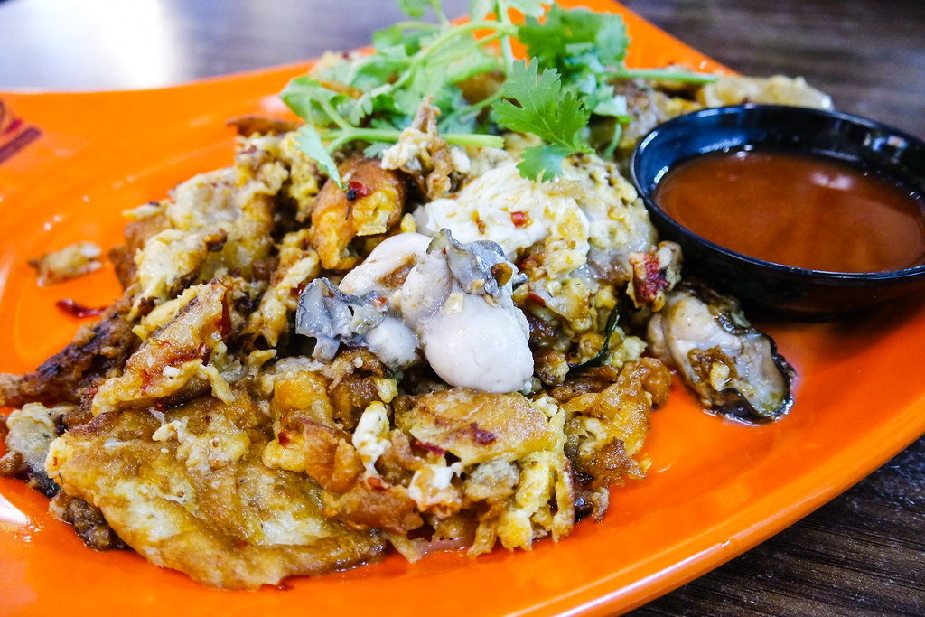 Chinatown Food Street: Oyster Omelette from Katong Keah Kee Fried Oysters