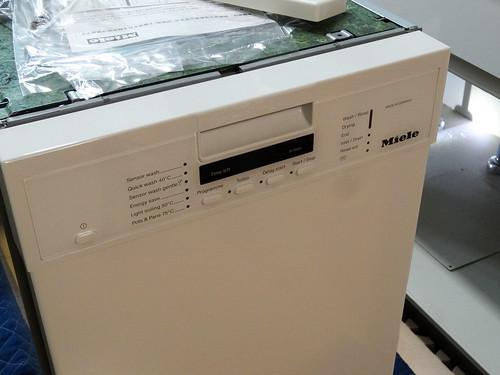 取り付け前のミーレの食洗機