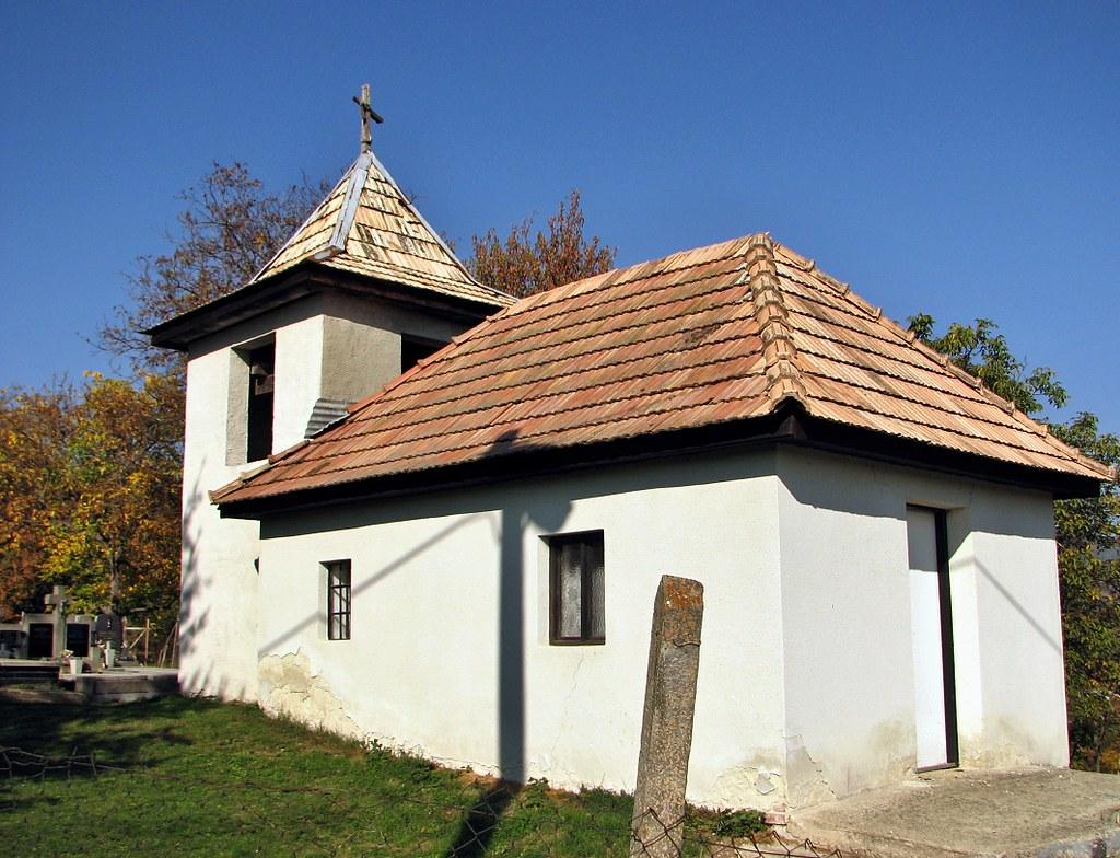 Zvonica na cintoríne v Širákove