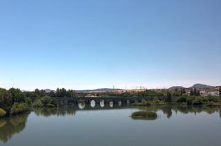Gambar dari Puente Romano. mérida