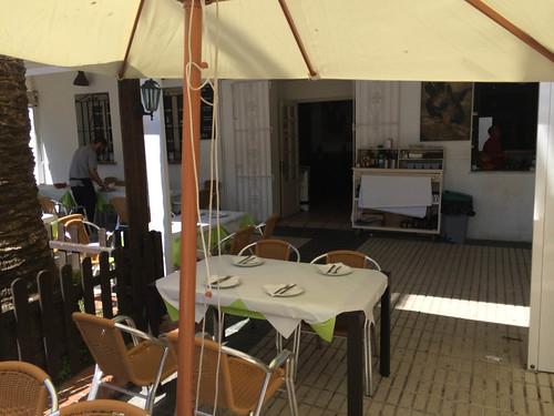 Detalle de mesa en la terraza
