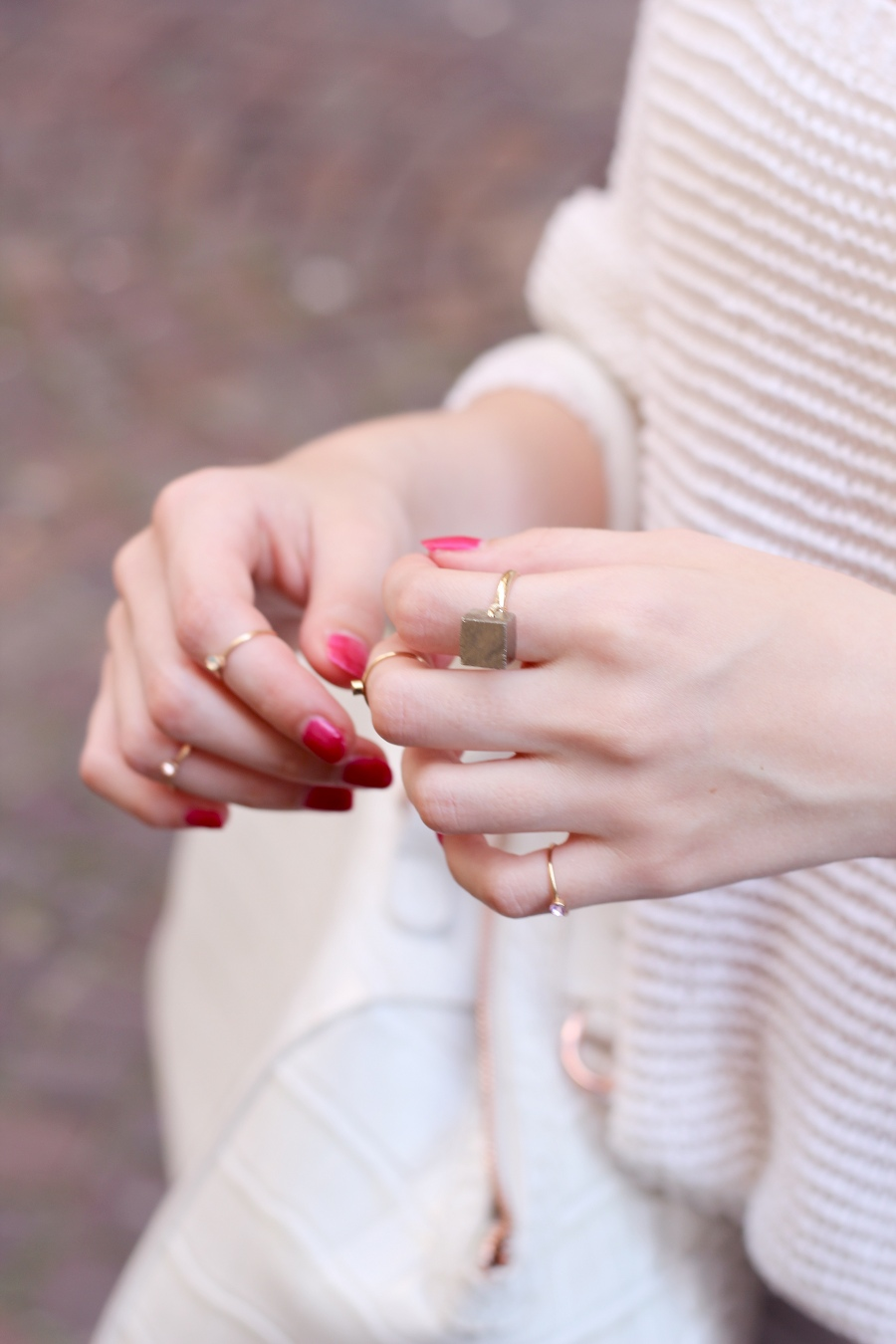 outfit-detail-ring-nails