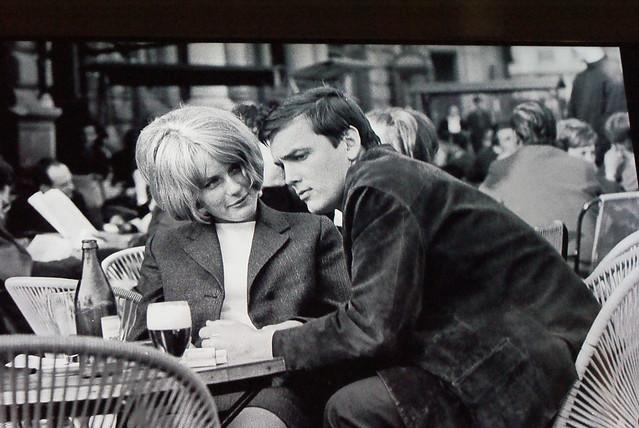"""""""Marlon Brando"""" à Budapest en train de se faire dévorer du regard"""