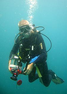 "<img src=""digital-photography-diver-tioman.jpg"" alt=""Digital Photography Diver, Tioman"" />"