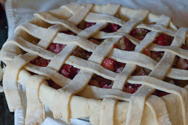 strawberry-rhubarb-pie-10