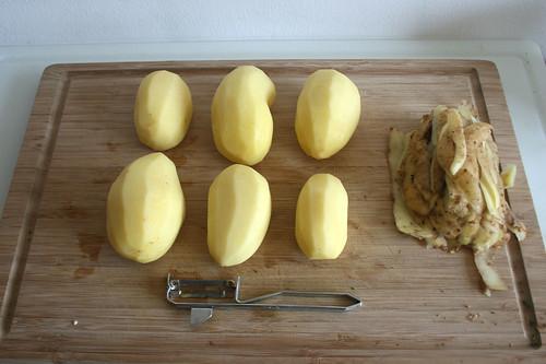 22 - Kartoffeln schälen / Peel potatoes