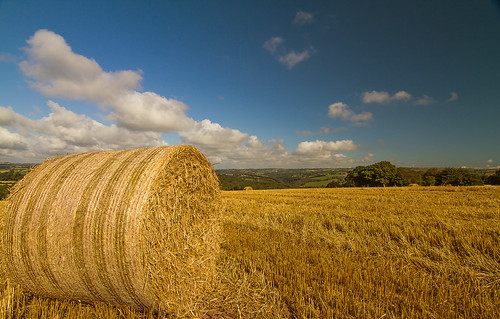 canon landscape landscapes wide straw wideangle tokina bale staffordshire circular strawbale circularpolariser staffordshiremoorlands 1116mm canon7d tokina1116mm tokina1116 tokina1116mmii