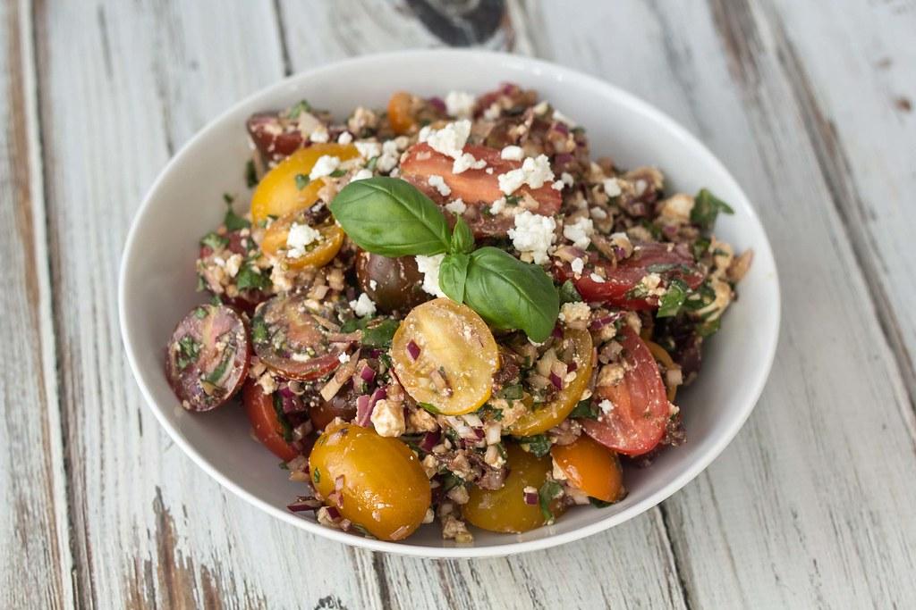 Tomatsalat med feta og basilikum (1)