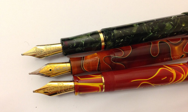 Review: @Conway_Stewart Winston Marbled Green Fountain Pen - Broad