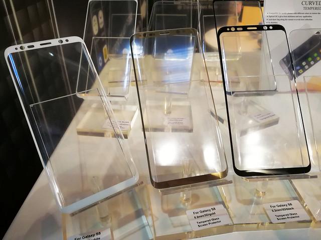 [MWC17] 三星 S8 超大螢幕?!MWC 現場驚見保護貼實品,與 S7 edge 比一比 @3C 達人廖阿輝