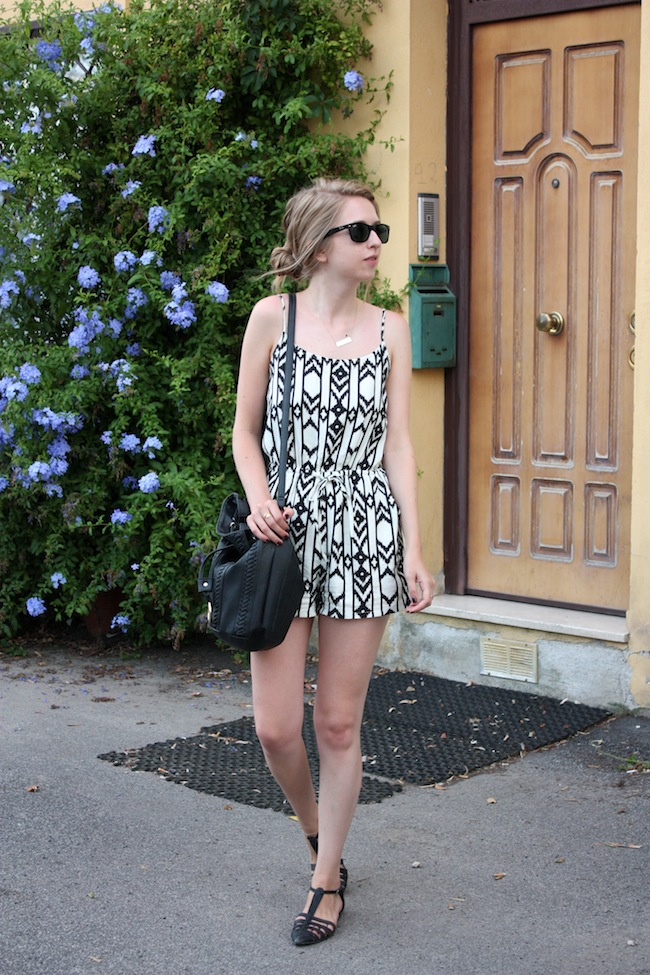 chelsea+zipped+truelane+fashion+style+blog+minneapolis+blogger+rome+italy+forever+21+tribal+black+white+romper+justfab+leona2