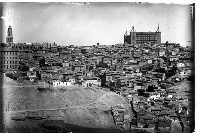 Catedral durante el desmontaje del cimborrio a comienzos del siglo XX. Fotografía de J. Lacoste © MECD, Fototeca del IPCE, signatura VN-13171_P