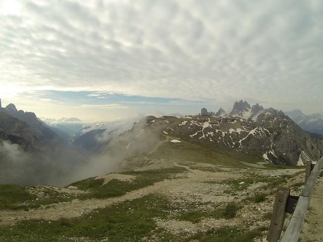 Η θέα έξω από το καταφύγιο Auronzo ...