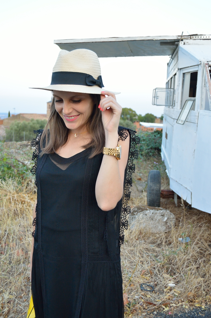 lara-vazquez-mad-lula-fashion-black-dress-summer-hat