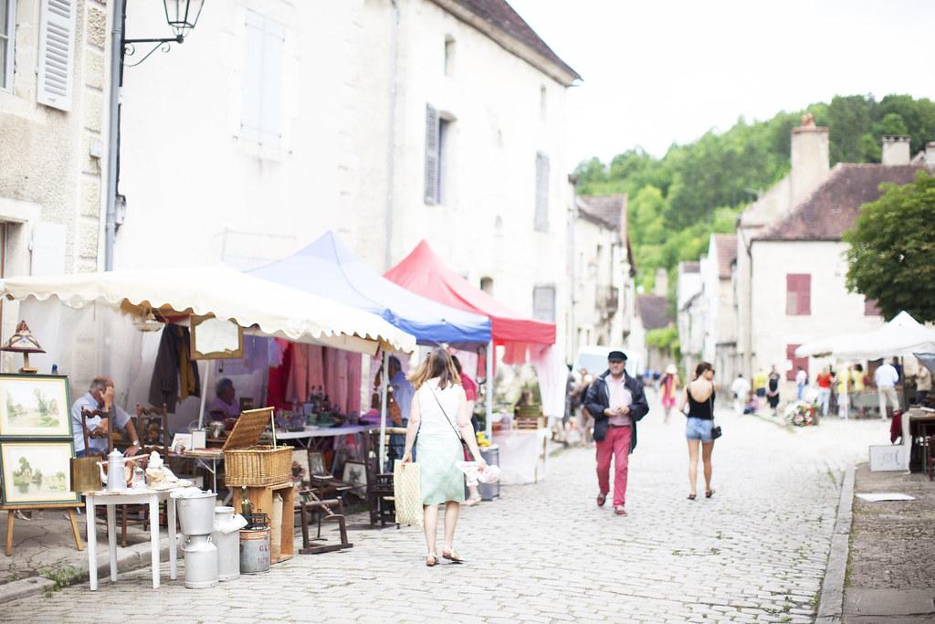 vintage market in Bourgogne