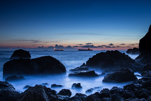 ocean longexposure blue sunset sea cloud beach water rock canon landscape long ship cloudy taiwan kaohsiung 台灣 高雄 tone 西子灣 6d 黑卡 柴山 長曝