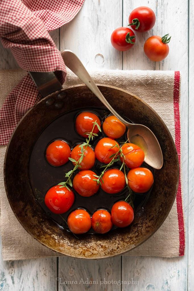 Tart tatin ai pomodorini, basilico e timo