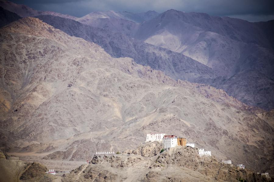 Вид на Тиксей с Шей гомпы. Монастыри Ладакха (Монастыри малого Тибета) © Kartzon Dream - авторские путешествия, авторские туры в Ладакх, тревел фото, тревел видео, фототуры