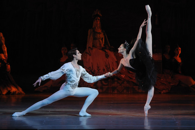 Oksana Skorik and Timur Askerov in Swan Lake © Photo by Valentin Baranovsky 2014
