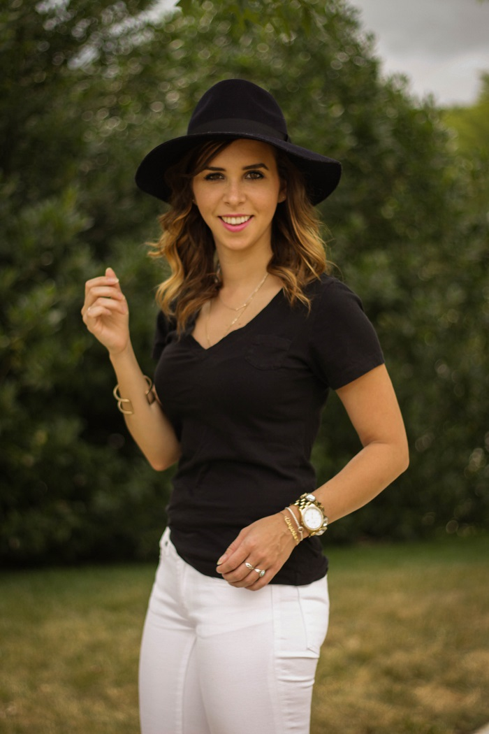 va darling. dc blogger. virginia personal style blogger. black v neck tee. white denim. navy fedora hat. blogger. dc style. 14