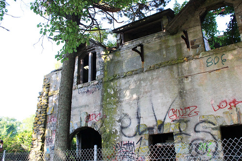 the bells, newport, rhode island, abandoned, abandoned building, graffiti