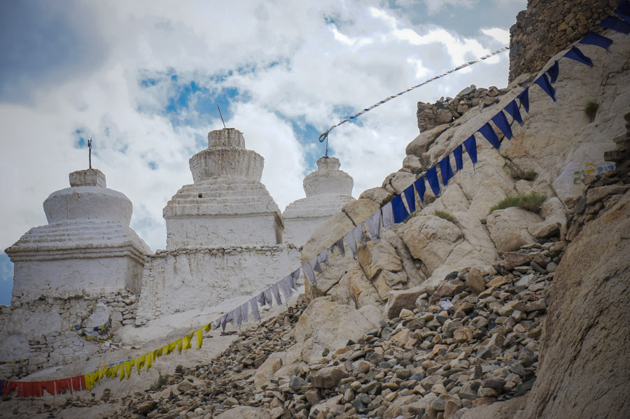 Чортены рядом с Шей. Монастыри Ладакха (Монастыри малого Тибета) © Kartzon Dream - авторские путешествия, авторские туры в Ладакх, тревел фото, тревел видео, фототуры