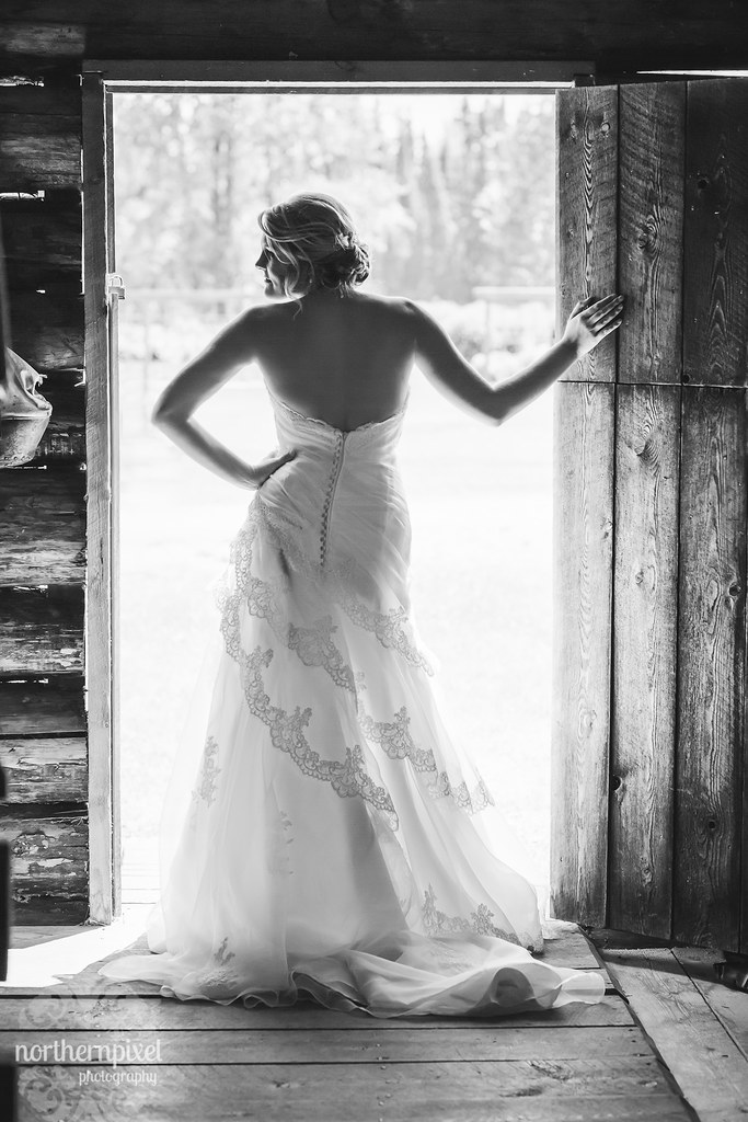 Bridal Portraits at Huble Homestead near Prince George BC