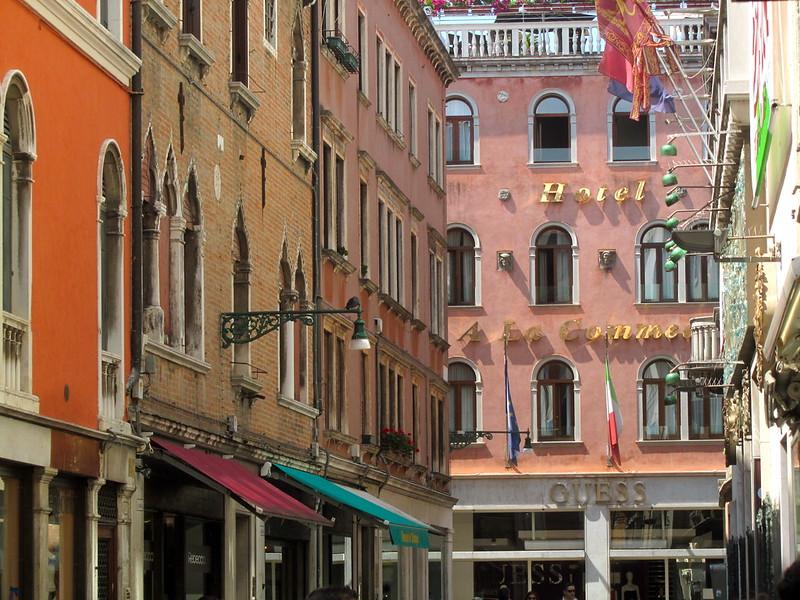 Por una calle de Venecia