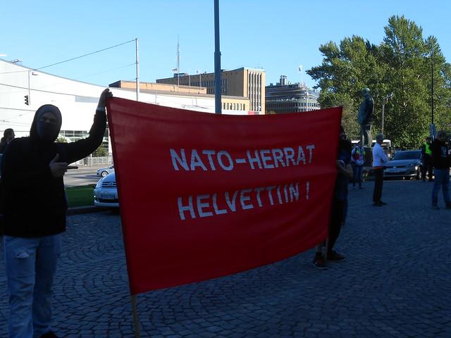 Mielenosoitus eduskuntatalolla 4.9.2014 - C