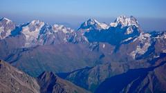Widok na Uszbę z namiotu powyżej Skał Pastuchova na 4700m.