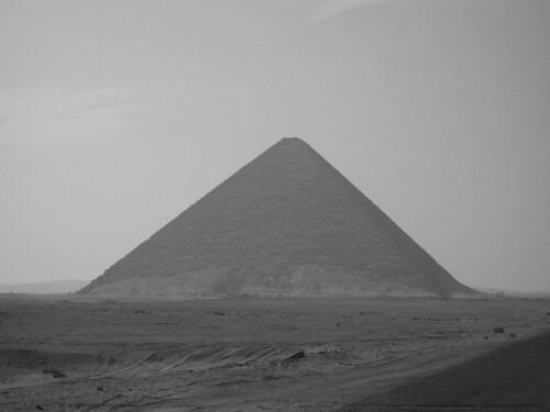 Dahshur_RedPyramid_Egypt_2007feb1-22_byDanielCsorfoly