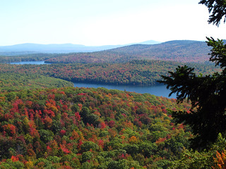Autumn view from East Pinnacle, on the Kulish Ledges Trail. (photo: Brett Amy Thelen)