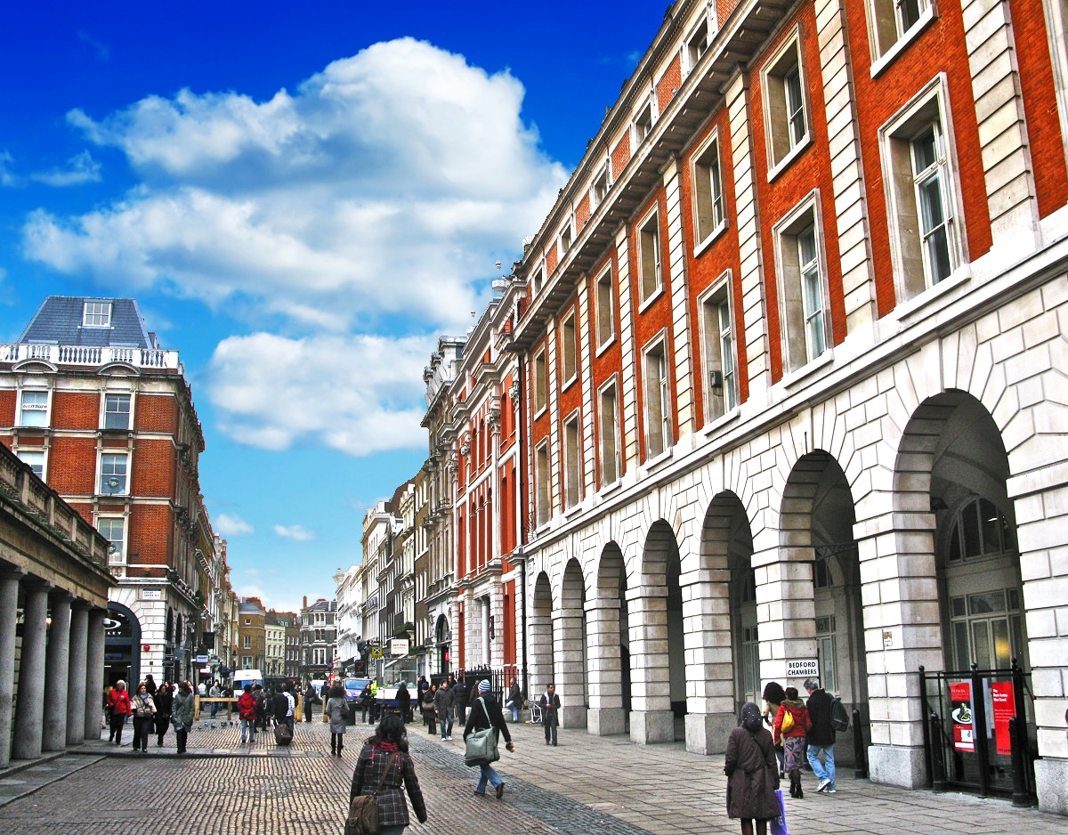 Piazza and buildings in front of Covent Garden