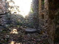 L'ancien moulin du Vivaghju à San Gavinu di Cagna : l'intérieur du moulin avec la meule dormante