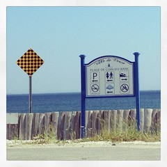 Plage de Coin du Banc, Ville de Percé, Québec #summer #shutterbugging #signporn #gaspesie #autoroute #hwy132 #quebec #roadtrip #explorecanada #ocanada