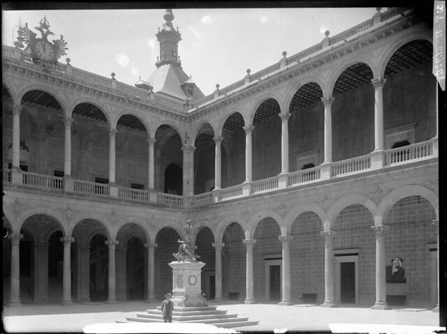 Alcázar a comienzos del siglo XX. Fotografía de J. Lacoste © MECD, Fototeca del IPCE, signatura VN-22605_P