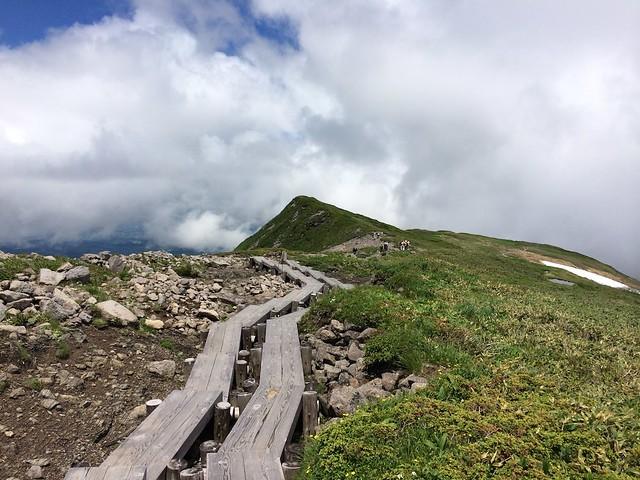 月山の登山道