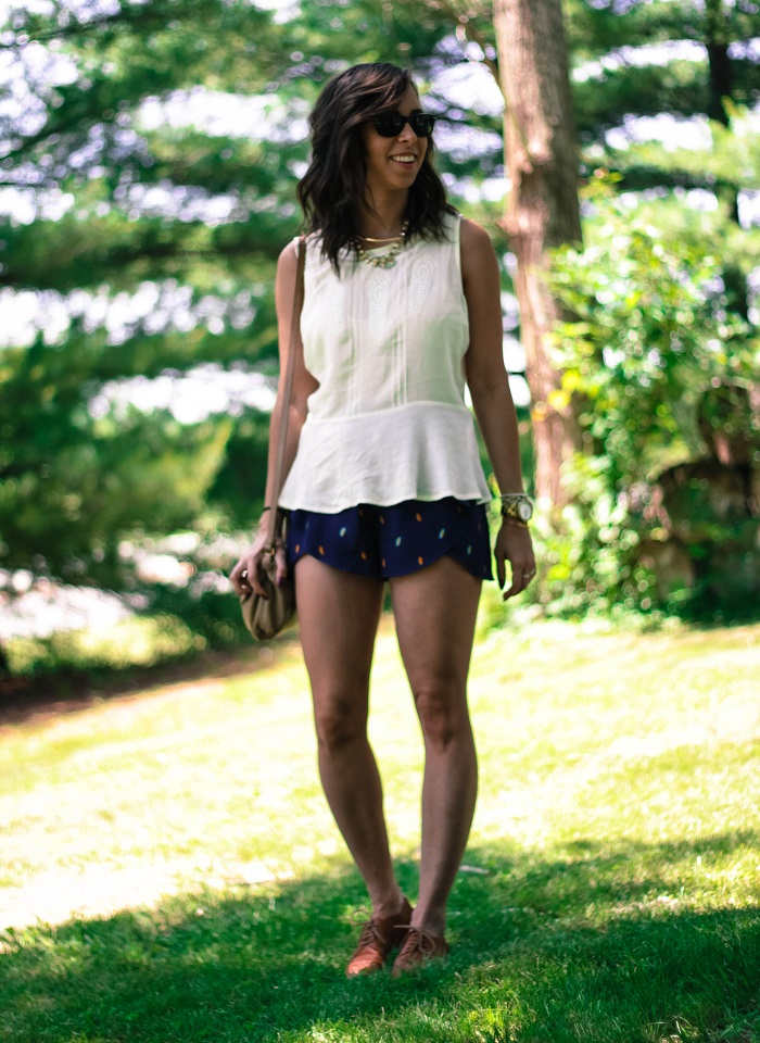 va darling. dc blogger. virginia personal style blogger. sheer white flowy summer top. flutter patterned bcbg shorts. leather oxfords. summer style 7
