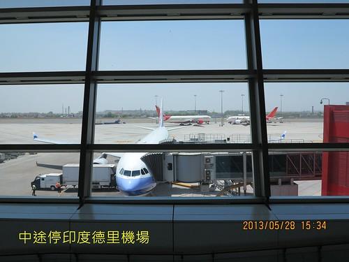 中途停印度德里機場