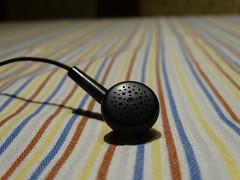 Fülhallgató a terítőn
