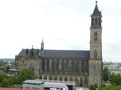Dom zu Magdeburg gesehen vom Hundertwasser-Haus