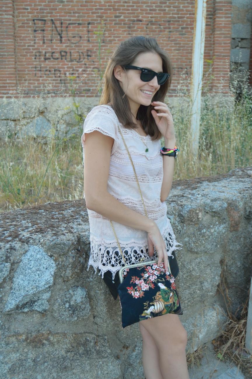 lara-vazquez-mad-lula-fashion-trends-summer-lace-soft-tee