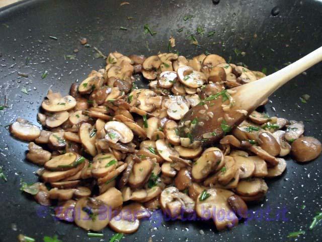04-funghi cotti con prezzemolo e erba cipollina